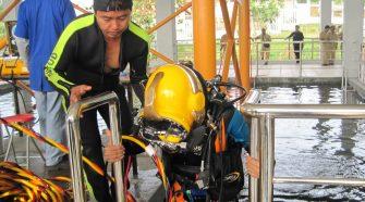 Latihan Mengelas Bawah Air