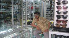 Penjual Kacamata Cengdem